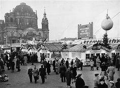 Sowjetischer Sektor Berlin - Weihnachtsmarkt im Lustgarten Berlin 1957
