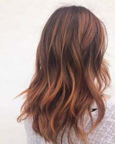 We love this punchy copper balayage by ❤️ Recreate it using the formula below ? FORMULA:… We love this punchy copper balayage by ❤️ Recreate it using the formula below ? Ombre Hair Color, Brown Hair Colors, Long Curly Hair, Curly Hair Styles, Thin Hair, Balayage Hair Copper, Brown Hair Red Balayage, Brown Hair Copper Highlights, Red Balyage
