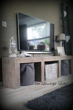 Prijs € 649,= (vanaf 120 cm breed) Stoer tv meubel van oud grenen. Ook mogelijk in eiken. Maatwerk, dus in elk gewenste afmeting. Tevens bijpassende salontafels, eettafels, sidetables.