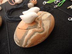 Caixa/Pote Casal Passarinho, em cerâmica (nerikomi). www.artbydarlene.elo7.com.br