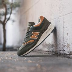 The Hamptons edition New Balance 997.  See more at eukicks.com  Thanks to @featurelv for the image.  #eukicksmag #kicks #sneakers #trainers #shoes #footwear #madeinusa  #newbalance #997 #newbalance997 #style #love