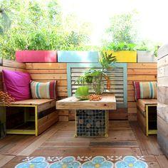 Renters' Remodel: Pallet Outdoor Room- A Piece of Rainbow