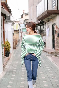 Buy Striped Big Sleeve Top at Korean Fashion Store. Find the latest Korean clothing popular this season in South Korea right at our online clothing store. We add new styles on a daily basis that come directly from South Korea. Korean Fashion Teen, Korean Fashion Dress, Ulzzang Fashion, Asian Fashion, Fashion Beauty, Ulzzang Style, Korean Ulzzang, Korea Fashion, Kpop Outfits