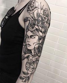 O fenômeno das tatuagens de flores em blackwork e fineline Tattoo created by Ricardo Garcia (ricardogarciatattoo) from Londrina. Jellyfish tattoo with floral in blackwork on the arm. Tattoos 3d, Creepy Tattoos, Flower Tattoos, Tattoo Drawings, Body Art Tattoos, Cool Tattoos, Tatoos, Medusa Tattoo, Piercing Tattoo