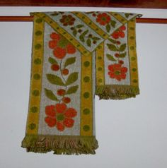 Green and Gold Vintage Bath Towel Set by fromlosttofound on Etsy, $29.95