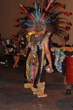 El Jefe Leobardo Navarro de La Danza Azteca Guadalupana tampa fl Catrinas Cocina y Galería desde Naples. Día de los muertos event.