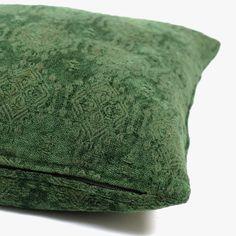 Capa de Almofada Green Artisan Verde 45 x 45 cm | referência 26875315 | A Loja do Gato Preto | #alojadogatopreto | #shoponline Shabby Chic, Outdoor Blanket, Artisan, Throw Pillows, Green, Home, Bedspreads, Napkins, Blinds