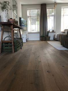 Hardwood Floors, Flooring, Industrial Living, Entryway Tables, Farmhouse, Interior, Furniture, Inspireren, Design