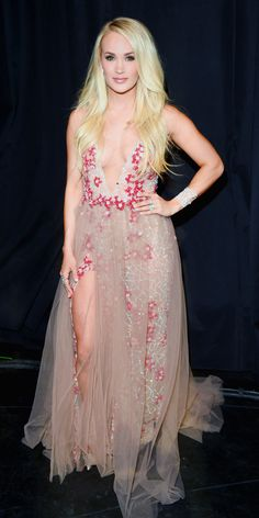 At the ACM Awards, Carrie Underwood delivered a major dose of glam while  wearing a 46091c469ae