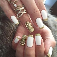 White acrylic nails are always in trend. They make your fingers look longer. Get inspired with these nail designs, and you'll be turning heads! Gold Nail Art, White Acrylic Nails, Gold Nails, Matte Nails, Polish Nails, New Years Eve Nails, New Years Nail Art, Gold Nail Designs, Acrylic Nail Designs