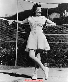 tennis shoes 1930s   Lao Pride Forum - Judy Garland taking part in a celebrity tennis match Old Hollywood Dress, Hollywood Photo, Judy Garland, Lucille Ball, Tennis Clothes, I Love Lucy, Hollywood Celebrities, Vintage Photos, Vintage Outfits