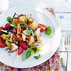 Kombinationen av ugnstorkade samt färska tomater är oslagbar. Servera med smörstekta brödtärningar.