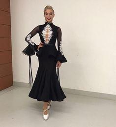 Amazing new Em Salonas dress for sale !