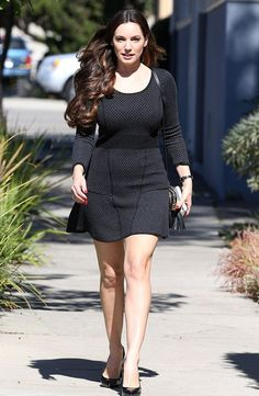 Kelly Brook wears a flirty thigh-skimming LBD for casting meeting Kelly Brook Weight, Fit Women, Sexy Women, Grazia Magazine, Celebrity Beauty, British Actresses, Silhouette, Lbd, Peplum Dress