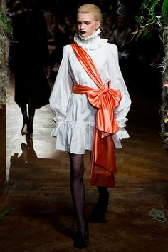 Giles - Fall 2015 Ready-to-Wear - Look 7 of 30 I dislike the apricot sash but the white part is fabulous.