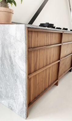 Kitchen Cabinet Design, Kitchen Interior, Home Interior Design, Kitchen Decor, Muji Home, Modern Floating Shelves, Kitchen Queen, Joinery Details, Mid Century Modern Kitchen