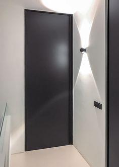 Modern Interior, Home Interior Design, Door Design, House Design, Black Doors, Door Handles, Wall Lights, New Homes, Showroom