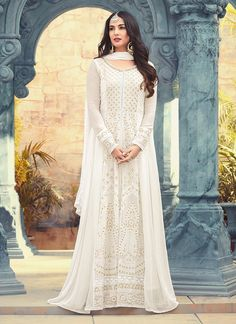 Looking to buy Anarkali online? ✓ Buy the latest designer Anarkali suits at Lashkaraa, with a variety of long Anarkali suits, party wear & Anarkali dresses! White Anarkali, Anarkali Dress, Anarkali Suits, Anarkali Bridal, White Churidar, Long Anarkali, Pakistani Suits, Indian Gowns, Indian Outfits