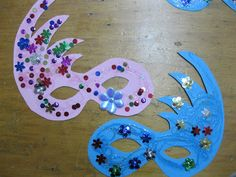 Fall Crafts For Kids, Toddler Crafts, Diy For Kids, Easy Paper Crafts, Diy And Crafts, Mardi Gras, Valentines Day Bulletin Board, Carnival Crafts, Tissue Paper Art