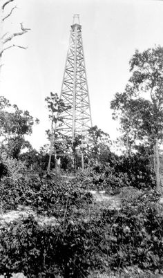 Florida Memory - Oil rig of Baker Drilling Company - at Rathead, Walton County.     1920