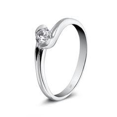 Espectacular solitario de diamante. Una joya que enamora. www.niobejoyas.com