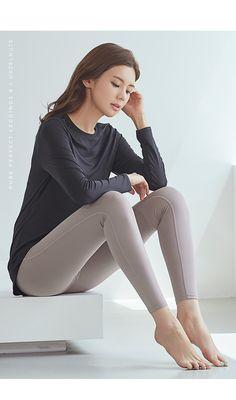 스포츠 전문 브랜드 STL Girl Soles, Asian Model Girl, Yoga Pants Girls, Barefoot Girls, Sexy Legs And Heels, Cute Beauty, Beautiful Asian Women, Sexy Asian Girls, Looking For Women