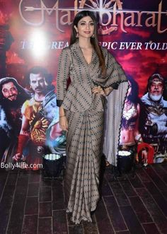 Shilpa Shetty at 'Mahabharat' Success Bash : Shilpa looked stunning in this printed Punit Balana saree with a peplum-style collared blouse. Tanishq earrings and straight hair completed her look. Sari Design, Sari Blouse Designs, Designer Blouse Patterns, Fancy Blouse Designs, Saree Blouse Patterns, Latest Blouse Designs, Dhoti Sari, Drape Sarees, Handloom Saree