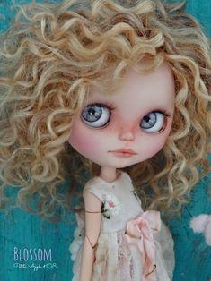 Cartoon Girl Drawing, Girl Cartoon, Cute Cartoon, Curly Hair Drawing, Barbie, Little Doll, Hello Dolly, Custom Dolls, Doll Face