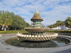 Charleston Waterfront Park: The Pineapple Fountain is beautiful even when there is no water flowing!
