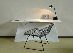 Minimalist Workspace :  sit there. ponder. relax. write.