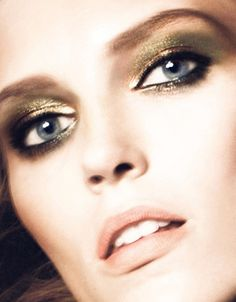 Gold Eyes. Perfect to give yourself that warm winter look.