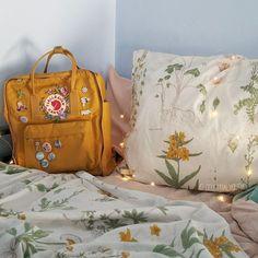 Nice 45+ Incredible Yellow Aesthetic Bedroom Decorating Ideas https://decoredo.com/12849-45-incredible-yellow-aesthetic-bedroom-decorating-ideas/