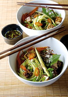 Lusciously light Summer Soba Noodles, fresh and savory.Japanese sumer on a bowl at your table! Light and Healthy can not be more delicious. Marinated Tofu, Sushi Comida, Vegetarian Recipes, Healthy Recipes, Asian Recipes, Ethnic Recipes, Soba Noodles, Yummy Food, Japanese Recipes