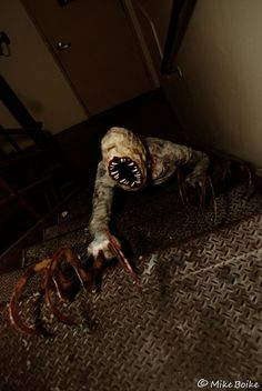 What Silent Hill monster would you cosplay? Monstrosities by Shinka Studios Arte Horror, Horror Art, Horror Movies, The Crow, Jeff The Killer, Zombies, Horror Pictures, Creepy Pictures, Creepy Horror