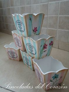 Vintage Shabby Chic, Vintage Wood, Wood Crafts, Diy And Crafts, Paisley Art, Decoupage Tutorial, Vintage Crafts, Baby Shower Gifts, Hand Painted