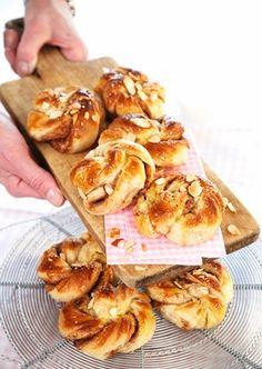 Dejlige kringler med kanel, der kan fryses ned, så du har lidt lækkert at servere til uventede gæster (Recipe in Danish)