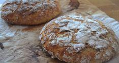 Joku aika sitten ostin ohrajauhoja, mutta leipävarastot ovat pullottaneet koko ajan, joten nyt vasta pääsin leipomaan. Syötiin tätä mines...
