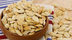 I semi di zucca tostati sono uno snack gustoso che può diventare ancora più saporito se siamo noi stessi a realizzare la tostatura in maniera casalinga. Avete provato anche le chips di zucca, simili alle patatine fritte?  Cosa serve La tostatura non è un'operazione complessa e non necessita di particolari strumenti per essere realizzata, sarà infatti sufficiente avere: semi freschi, una teglia