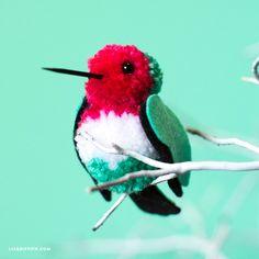 DIY: yarn pom pom hummingbirds