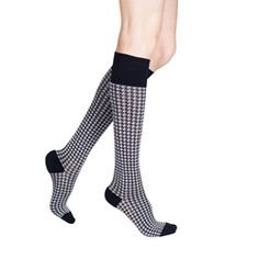 Rejuva Houndstooth Compression Socks are perfect for traveling, exercising and standing or sitting for long periods of time. Featuring a soft and sophisticated black and white pattern with 15-20 mmHg of graduated compression to help to reduce muscle fatigue and swelling will keep you comfortable all day long. These soft socks are great for men and women.