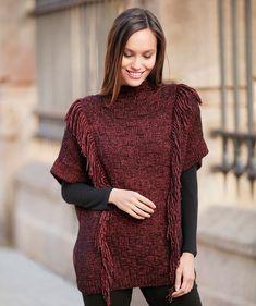 Neuletunika hapsuilla ja ruutukuvioilla – katso ohje! - Kotiliesi.fi Crochet Poncho Patterns, Knitted Poncho, Hoodie Pattern, Collar Pattern, Crochet Woman, Knit Crochet, Sewing Essentials, Yarn Brands, Wool Fabric