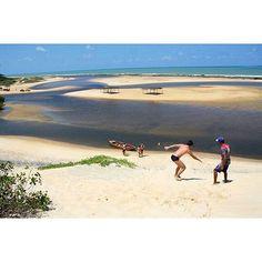 @rnatural -  Uma das atrações de Sagi, distrito de Baía Formosa (litoral Sul), a 94 km de Natal, é o Rio Guaju, que separa o RN da Paraíba. Além de um banho maravilhoso, você pode fazer um passeio de canoa pelo rio e conhecer os manguezais ou fazer sandboard nas dunas da região, uma experiência incrível.  One of Sagi attractions, district of Baía Formosa (South coast), is the Guaju River, which separates the Brazilian states of RN and Paraíba. In addition to a wonderful bath, you can do a ca