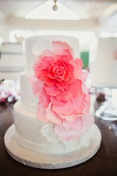 LOVE this cake: http://www.stylemepretty.com/little-black-book-blog/2015/02/11/peony-filled-beverly-hills-wedding/ | Photography: Shaun Menary - http://shaunmenary.com/