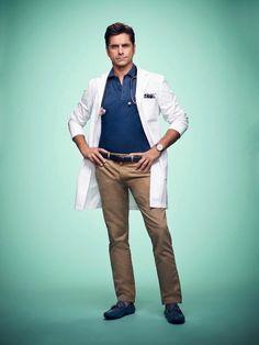 John Stamos as (Dr. Brock Holt) #ScreamQueens Season 2