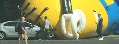 ¡Minion Gigante Interrumpe El Tráfico En Irlanda! - #¡WOW!  http://www.vivavive.com/minion-gigante-interrumpe-el-trafico-en-irlanda/