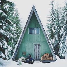 I love the idea of A-Frames in places with heavy snow. No need to shovel the roof! I love the idea of A-Frames in places with heavy snow. No need to shovel the roof! Chalet Design, House Design, A Frame Cabin, A Frame House, Classification Des Arts, Cabin In The Woods, Cabins And Cottages, Cozy Cabin, Little Houses