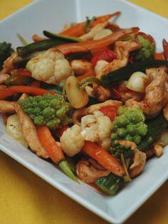 Wok de poulet aux légumes variés : Recette de Wok de poulet aux légumes variés - Marmiton