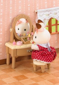 Girl's Dressing Table Family Furniture, Cheap Furniture, Table Furniture, Sylvanian Families, Miniature Dollhouse Furniture, Dollhouse Miniatures, Lps Toys, Dressing Table Set, Bunny Toys