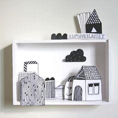 dans une étagère, créer une ville à partir de feuilles en papier