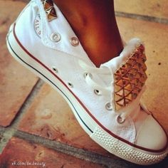 Studded Converse shoes #iheartconvers